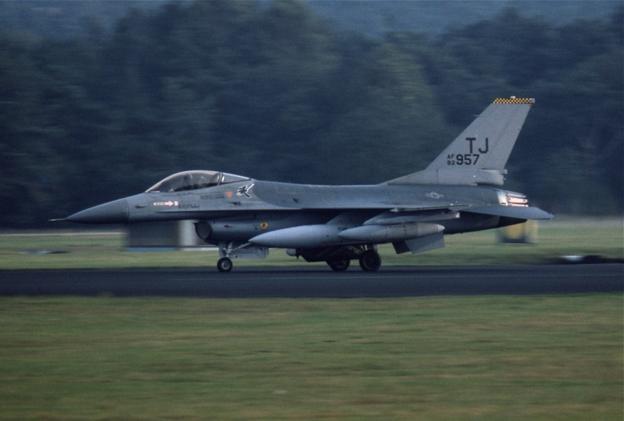 F16A 820957 TJ SB20Sep84 HdeRee