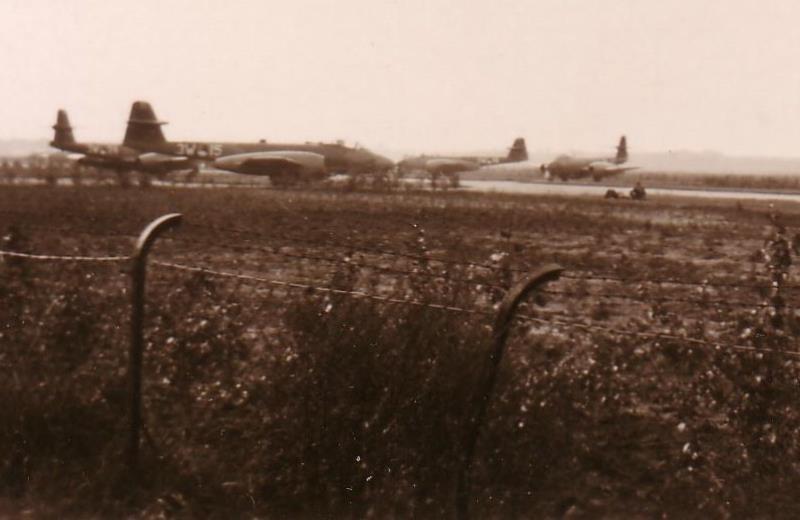 Gloster MeteorF8 3W 15 SBerg PietMulder6 kl.JPG